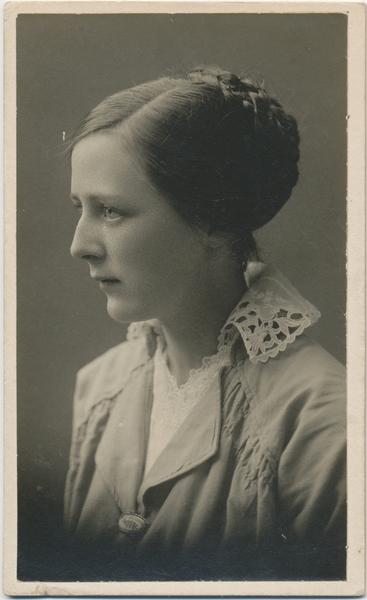 Portrett, Hedvig Holt