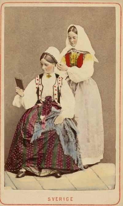 Image from object titled Kläder : Folkdräkt Kläder : Huvudbonad Kvinna Motivkategori : Porträtt