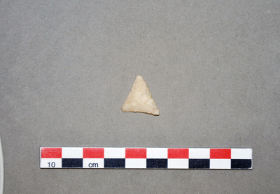 Image from object titled Pointe de flèche triangulaire à base concave