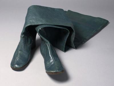 Laarzen gedragen door Conny Stuart als kwade fee in de musical En nu naar bed van Annie M.G. Schmidt