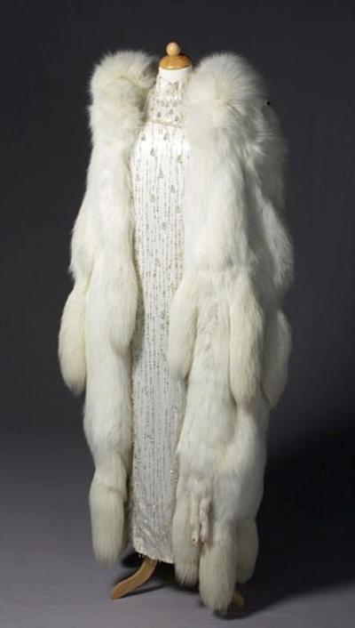 Kostuum gedragen in De dader heeft het gedaan van Annie M.G. Schmidt