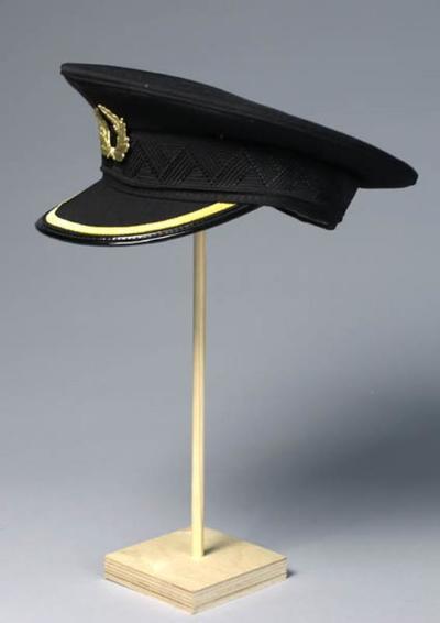 Uniformpet gedragen door Henk Smit als Kapitein in Wintercruise (Hans Henkemans)