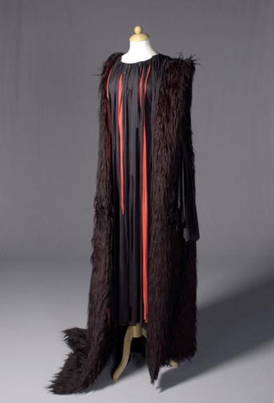 Kostuum gedragen door Peter van der Linden als Klytaemnestra in Agamemnon (deel 1 van de Oresteia-trilogie) (Aischylos)