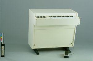 Mellotron, Mellotronics, 1970-1979, E.998.1.1, vue de trois quarts