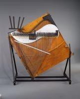 Cristal piano, Baschet, Paris, 1964, E.2001.2.1, vue de face