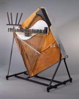 Cristal piano, Baschet, Paris, 1964, E.2001.2.1, vue de profil