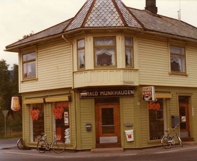Harald Munkhaugens butikk i Mjøndalen