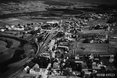 Flyfoto av Tynset-byen med Rambu og noe av tjønnområdet i forgrunnen