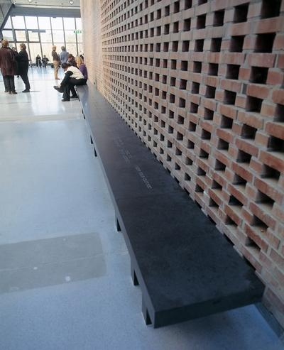 Installation for Agder (tekster på innendørs benk)