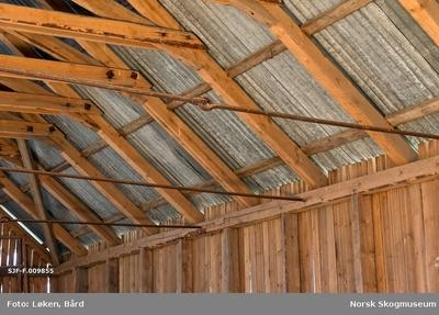 Bildet viser detalj fra interiøret i båthuset på Skansen i Åsnes kommune