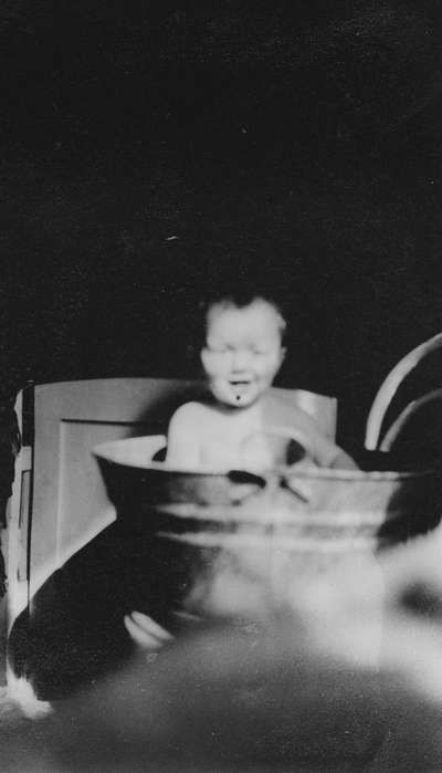 Barn i badebalje