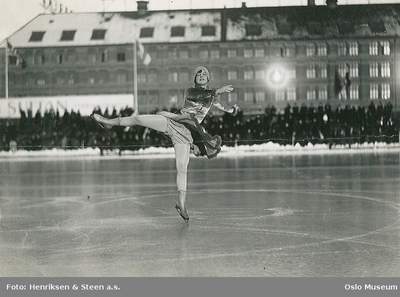Image from object titled Sonja Henie på Frogner stadion.