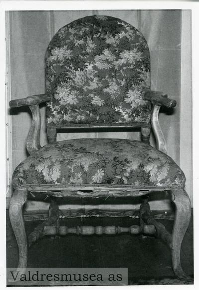 En stol i rokokkostil