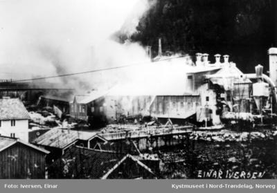 Tresliperiet på Salsbruket brenner