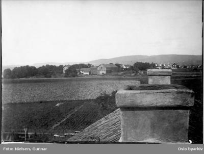Fotografert mot vest fra taket på Østre Hasle gård i Økernveien