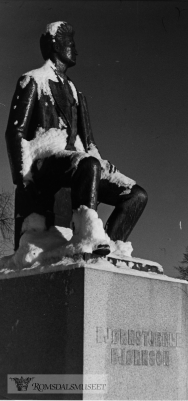 Image from object titled Statue av Bjørnstjerne Bjørnson i Elvebakken