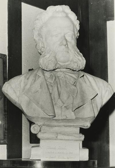 Gipsbyste av Henrik Ibsen