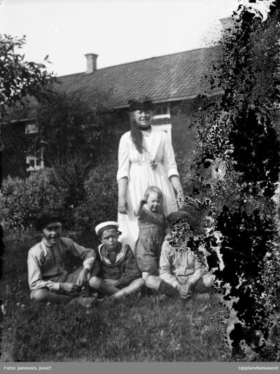 Familjen Brunnbergs grav p Hagby kyrkogrd, Hagby socken