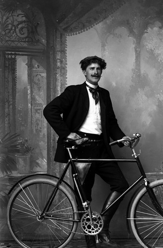 Image from object titled Ateljefoto, man med cykel