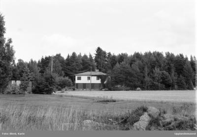 Jordbrukare Agnes Gustafsson vid spinnrocken, Jutbol, Rasbo