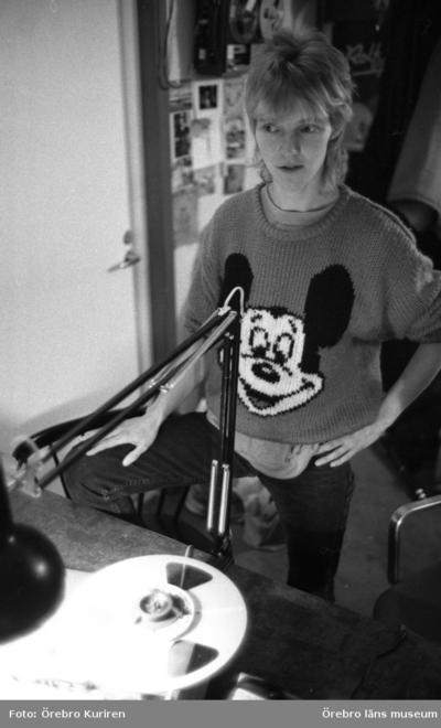 Image from object titled Radio Gay, 1987-02-09  Tina Sundqvist leder Radio Gay i Örebro.