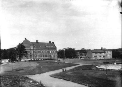 Image from object titled Folkskolan från Medborgarplatsen.