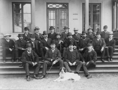 Falu koppargrverk. Bergsingenjörer i Falun omkring 1890-1900. Troligen sittande i mitten Herman Lundholm, andra raden Carl Sahlin.