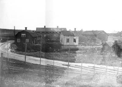 Kung Gustaf VI Adolf p besk i Torsker 1953. Hlsar p