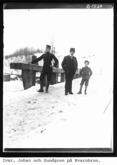 Från vänster Johan Larsson, Ivar Eriksson och Sundgren på Kvarnbron.