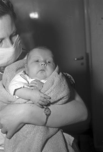 Lasarettet barnavdelning liten med konstig hand, 24 mars 1949.