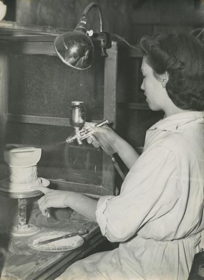 Image from object titled Interiörbild. Gustavsbergs Fabriker. Hushållsporslinsavdelningen. Manuell sprutglasering med sprutpistol. Personer: okänd