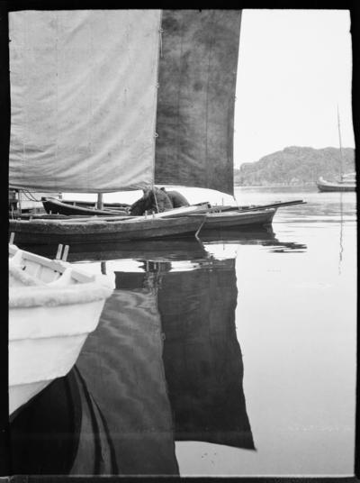 Bohuslän. Förtöjda allmogebåtar med hissade segel.