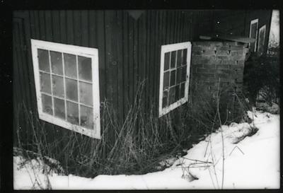 Badelunda sn, Södra Björnön. Södra Björnö 1:1, f.d. Fiskartorpet Halsen, rökeri, förvaringsbod. 1998.