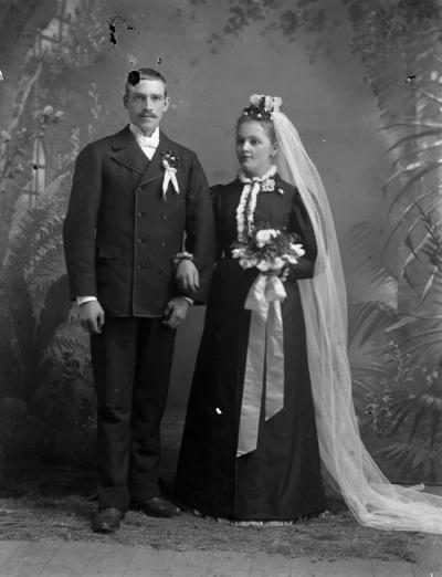 Image from object titled Bröllop, brudpar.