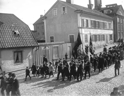 """Image from object titled """"1 maj, vid bryggeriet"""". Vid Kungsgatan 5-7, Enköping, sett från norr."""
