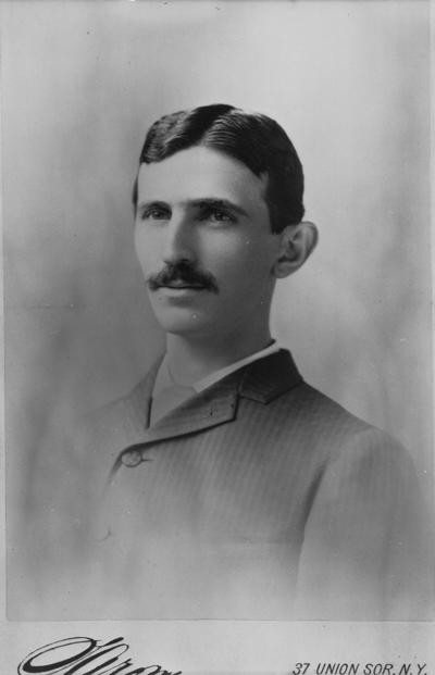Porträtt av Nikola Tesla.