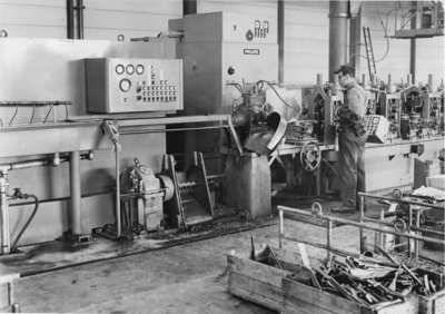 Image from object titled Wirsbo Bruk AB. Philips svensktillverkade induktionsgenerator på 250 kw uteffekt.