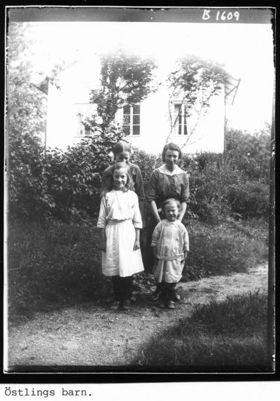 Östlings barn, Gudrun, Valborg, Karin och Liss-Anna.