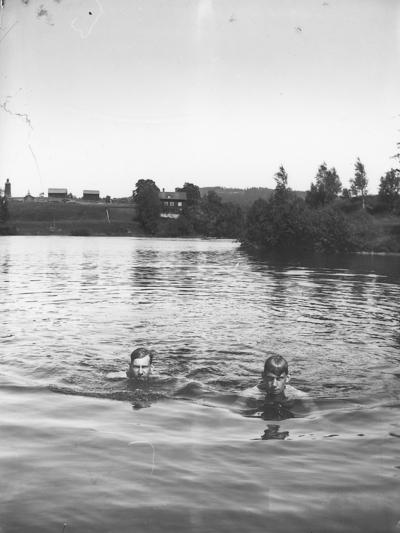 Badbild vid Hammardammen, Bror Eriksson till vänster, Elis Eriksson till höger.
