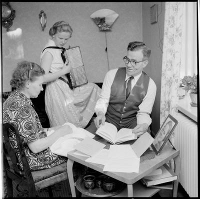 Hemma hos en TGOJ-anställd och hans familj. Trafikaktiebolaget Grängesberg-Oxelösund Järnvägar.