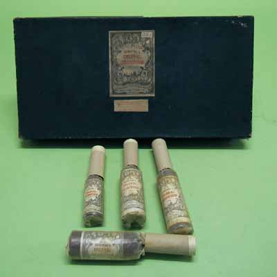Flessen (verzameling) chloroform in doos