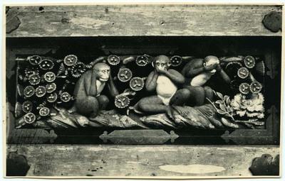 Nikkoon kolme viisasta apinaa; Älä kuule pahaa, älä puhu pahaa, älä näe pahaa.