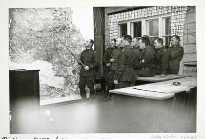 Image from object titled Taktiikan oppitunti Suojeluskuntain Päällystökoulussa Tuusulassa
