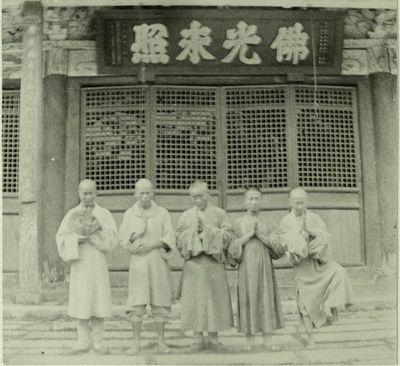 Viisi Buddhalaista pappia