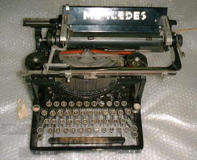 Mercedes; Schreibmaschine