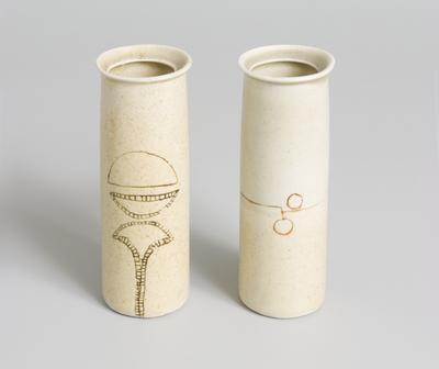 pots, 2
