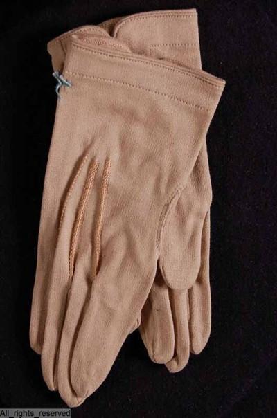 handschoenen voor een kind in beige