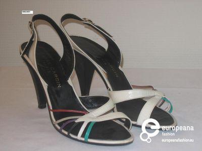 Sandalen in witte plastic met kleurig detail