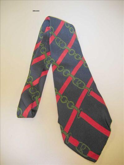 Das in donkerblauwe zijde met rode en groene bedrukking