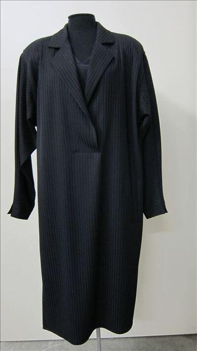 Jurk in zwarte wol met strepen